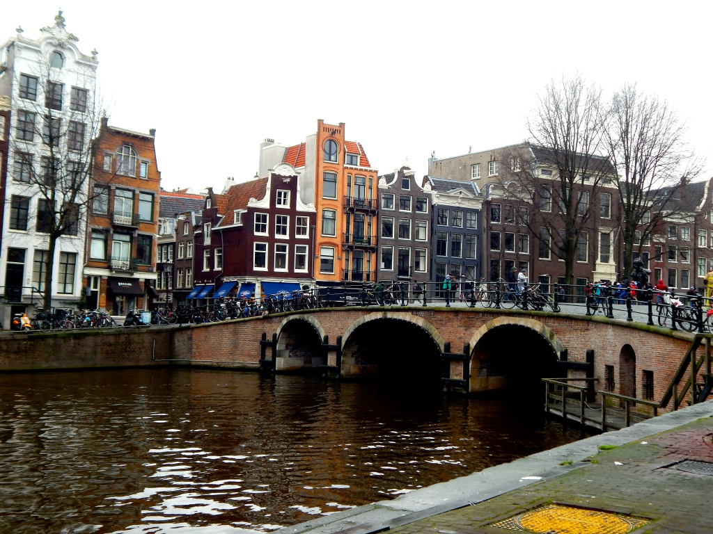 travel-amsterdam-bridge