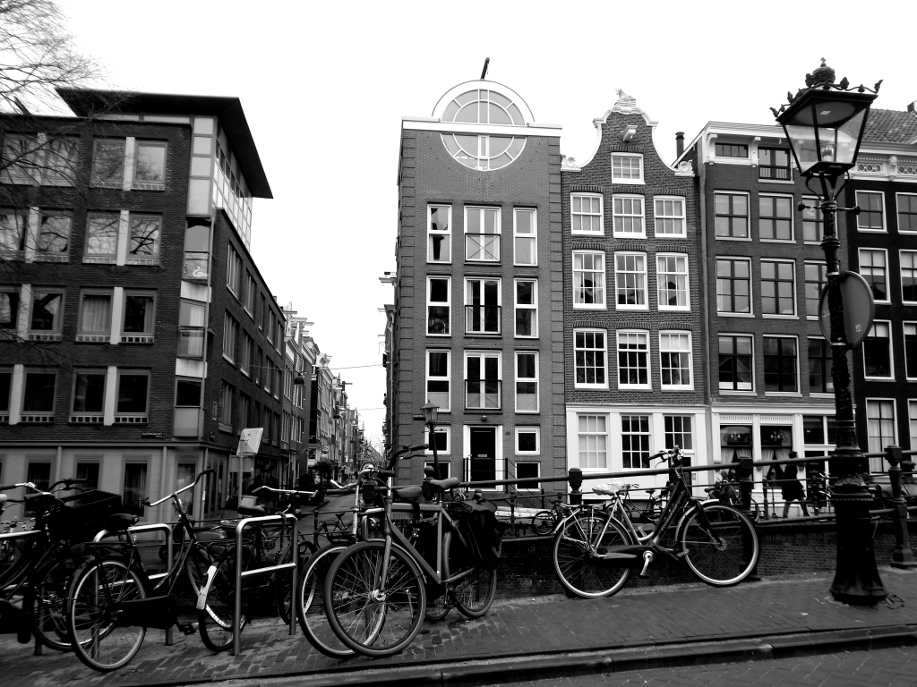 travel-street-amsterdam-architecture